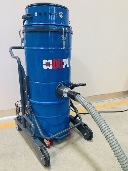 Industrial vacuum cleaner with 3-stage motor